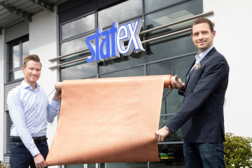 Milan Christiansen and Robert Erichsen of Bremen company Statex holding a roll of copper fleece.