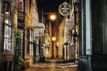 As darkness falls, the winding lanes of the Schnoor quarter take on a charm of their own.