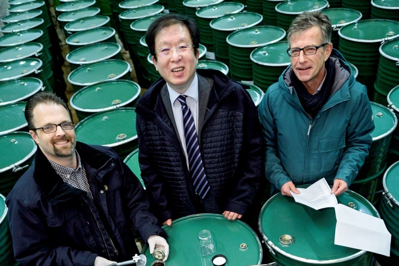 Alexander Godejohann, Lin Zhao and Uwe Karassek with honey barrels