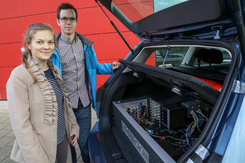 Laura Sommer and Matthias Rick are working on the University of Bremen's AO Car project.
