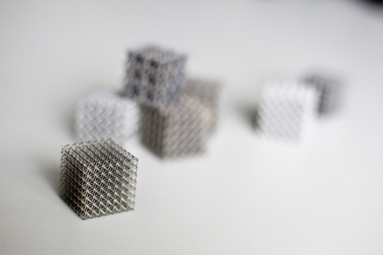 3D printing makes completely new component forms possible – designers have get to grips with the new freedom first, though
