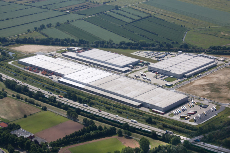 The LOREL site at the Bremen Hansalinie Industrial Estate encompasses two vast warehouses