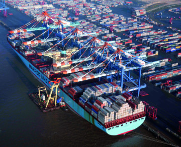 Whether container ships, coal or industrial equipment, Bremen's ports can cater to every requirement